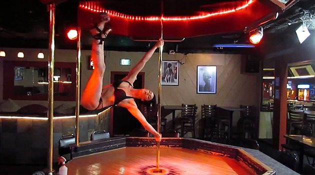 This Stripper Has Got Some Amazing Pole Dancing Skills!