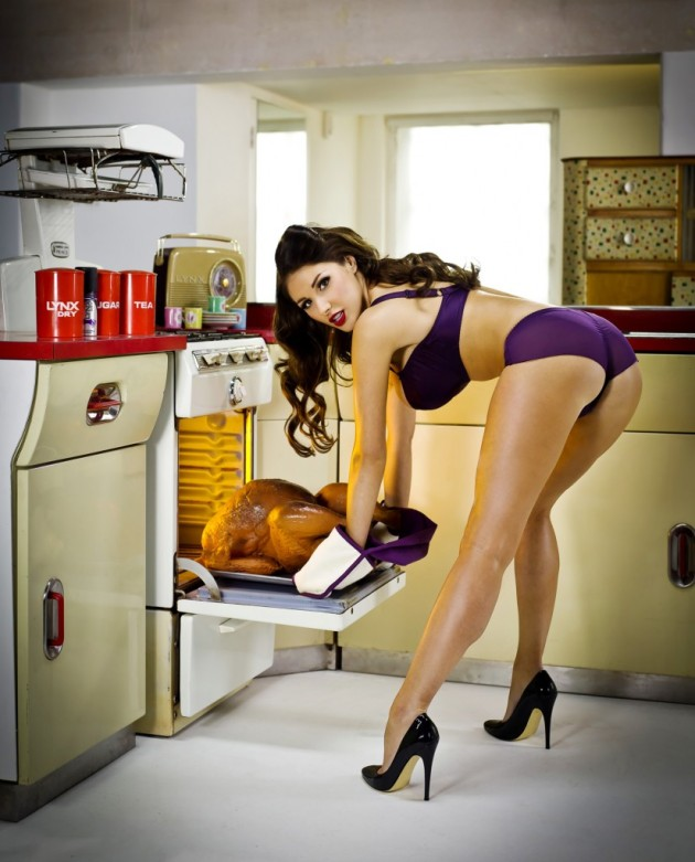 Thanksgiving-Lucy-Pinder1