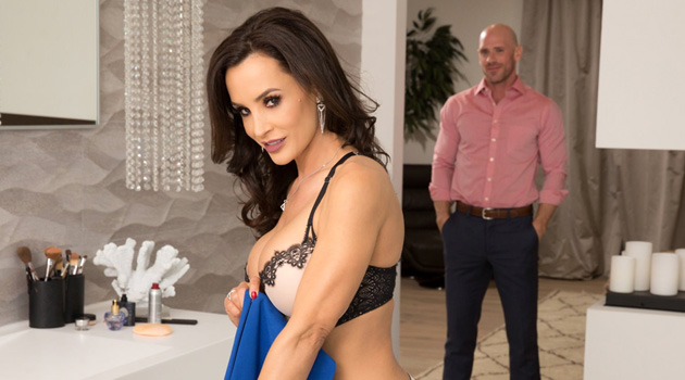 The MILFtastic Lisa Ann Signs An Exclusive Contract With Evil Angel!